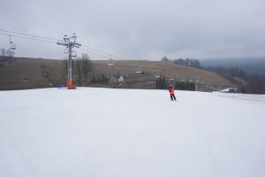 narciarz na stoku